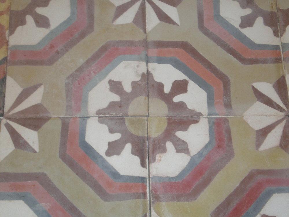 Oude tegels met motief