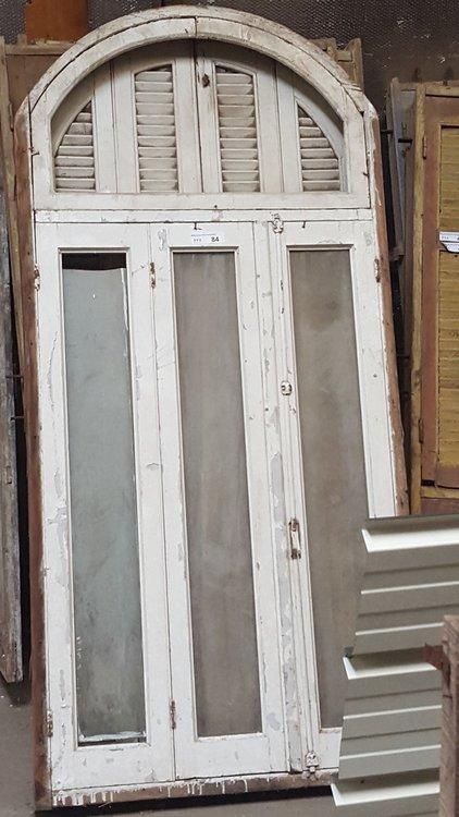 Antiek louvreraam, rond raam