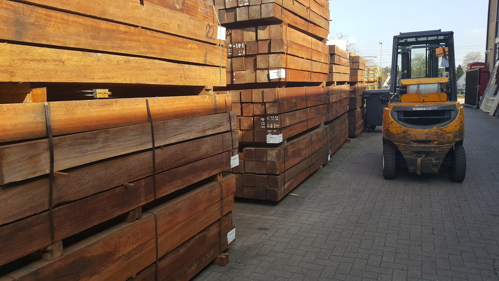 Hardhouten palen 155x155mm 3.65m lang