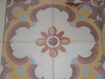 Oude motieftegels, bloemmotief