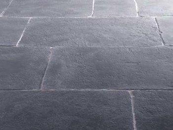 Kerkdallen, Hardsteen vloer Tres Antique afm. 60x90cm