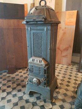 Antieke gietijzeren oude potkachel houtkachel merk Oranier