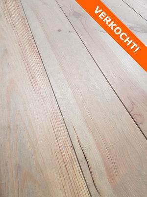 64,8 m2 Massieve pine vloer kant en klaar geborsteld en wit geolied
