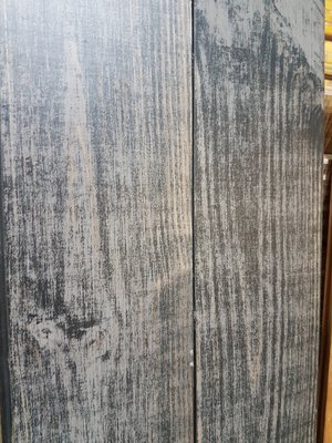 18,2 m2 Massieve pine vloer verouderd en zwart geolied