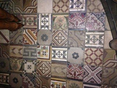 Antieke tegels met motief