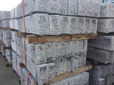 pallet 28 stuks Granieten Blokken TRAPTREDEN