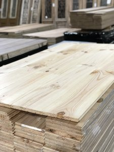 Massieve Pine vloerdelen 220mm breed