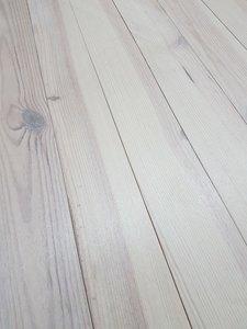81 m2 Massieve pine vloer kant en klaar wit geolied