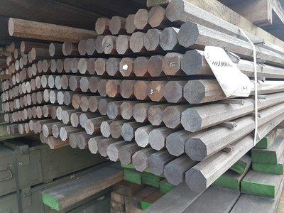 175 stuks Hardhouten 8 kant palen 40x40 mm x 300 cm
