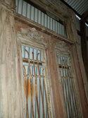 Antieke-dubbele-deuren-met-ijzerwerk