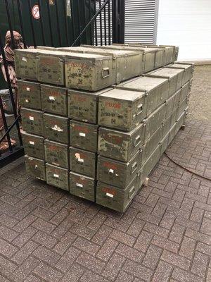 Alte Armeeboxen 300cm lange