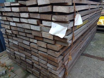 136 stuks Hardhouten balken 40x130 mm x 245 cm