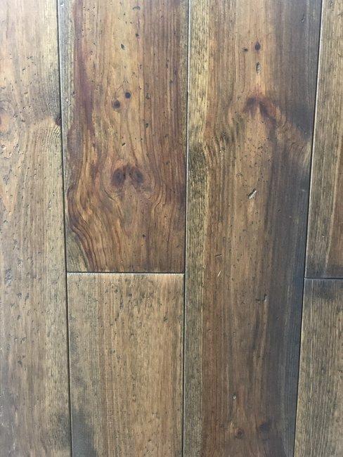 Verouderde pine vloer, Kant & klaar geolied