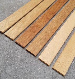 Massief houten liggende plinten in diverse houtsoorten.
